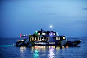 Guilty, l'opera d'arte galleggiante by Jeff Koons