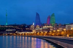 'Tre fiamme' illuminano lo skyline di Baku