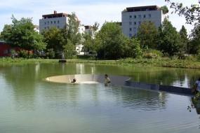Una struttura 'sommersa' nel lago offre un punto di vista unico!