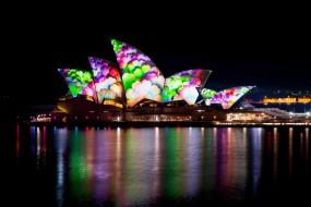 'Vivid Sidney' colora la città di colori e luci