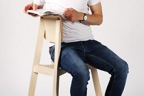 La sedia che permette di sedersi con flessibilità: TOOL CHAIR