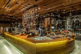 Il nuovo Starbucks paragonato alla fabbrica di cioccolato di Willy Wonka