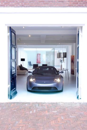 Un loft con la macchina in salotto. per davvero!