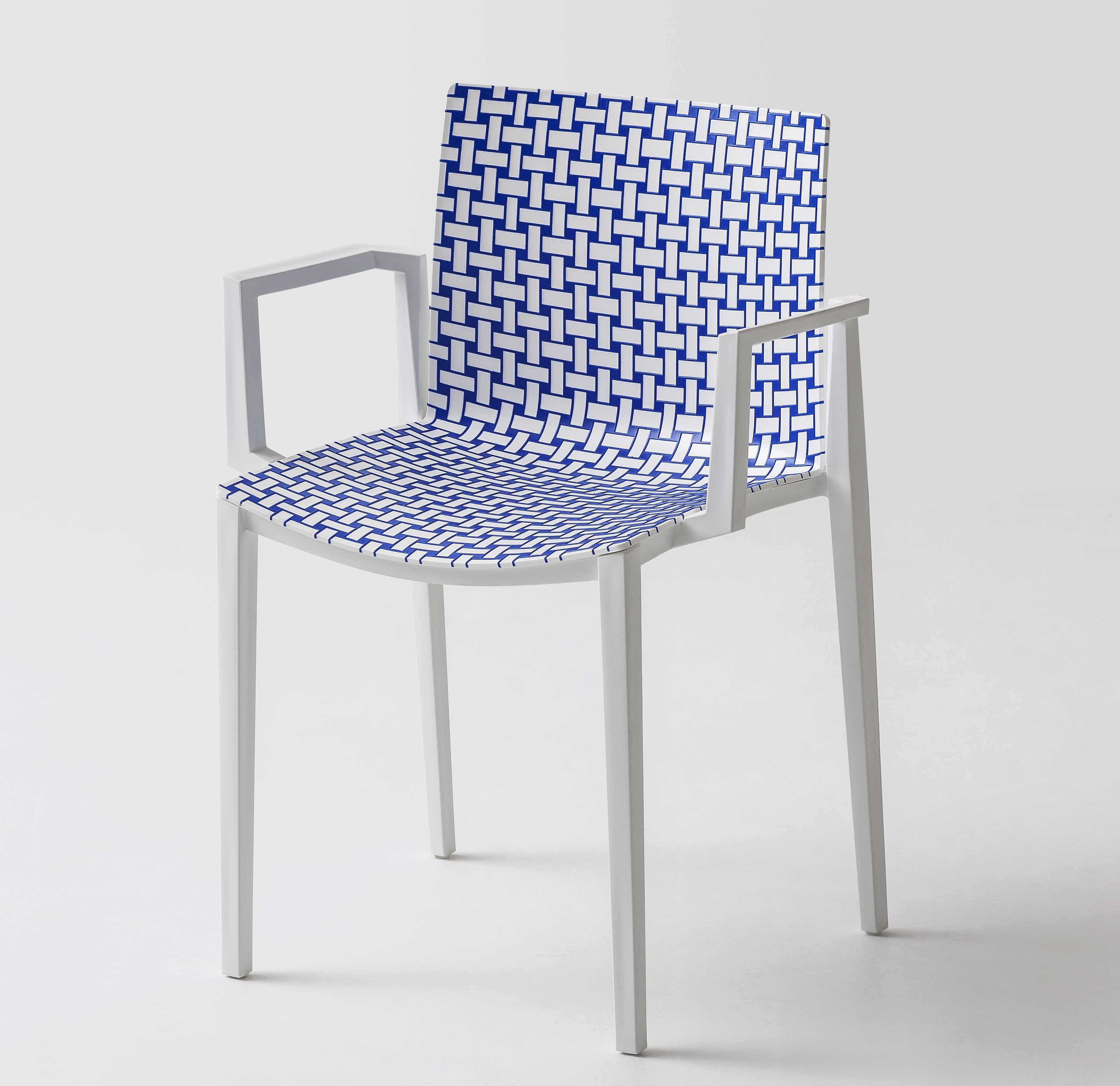 A livello che produce sedie sgabelli imbottiti e tavoli di for Poltrone famose design