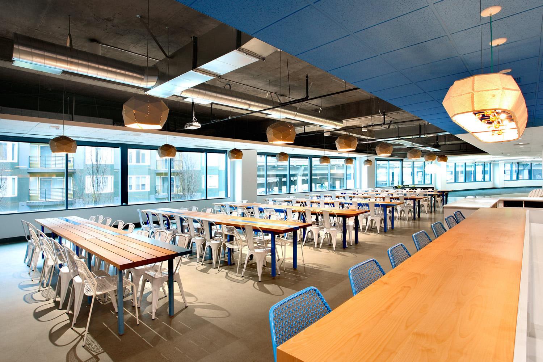 Un ufficio dipinto di blu for Ufficio blu
