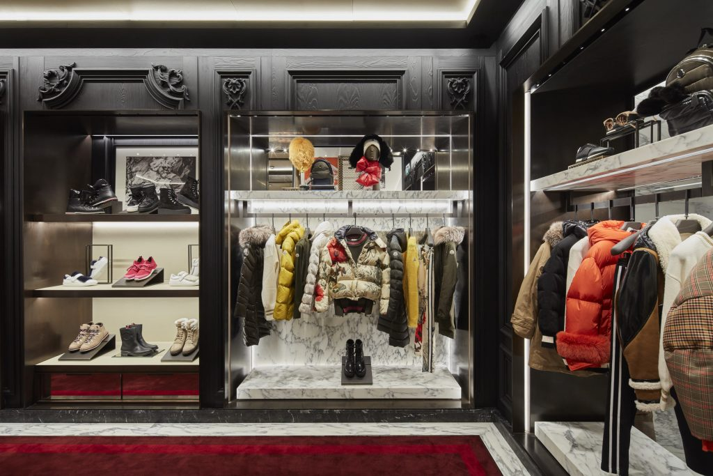 The expansion of moncler stores in italy arrives in for Boutique bologna