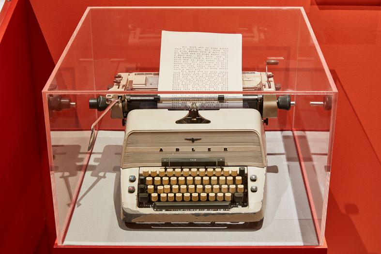 kubrick-design-museum-macchina-scrivere-shining.jpg