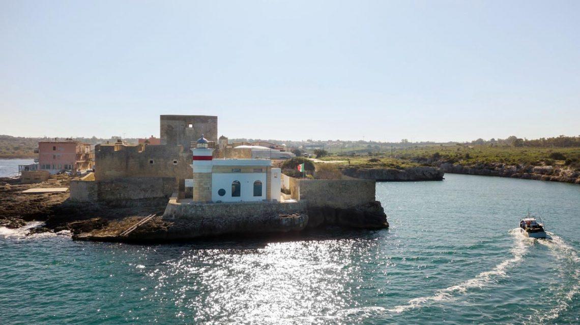 Vacanze-in-sicilia-al-faro-di-brucoli-luxury-lighthouse